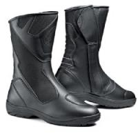 FOR THOSE WITH BIG CONTROLS!! The Way Mega versions if SIDI boot models offer an EE width as well as increased room all around the arch area to give riders with larger or wider feet enough room to ride comfortably all day without having pinched arches or t