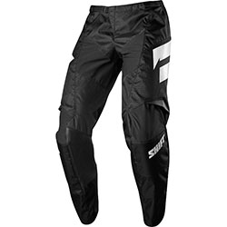 Lightweight minimalistic design600D main body polyester provides excellent durabilityMultiple stretch-zones ensure mobility and a contoured fitArticulated knee and hip design conform to the riderPadded knee construction for increased comfort and durability